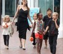 Angelina Jolie и их дети