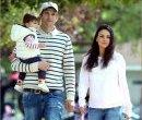 Эштон Кутчер и Мила Кунис с дочкой