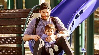 Эштон Кутчер с дочкой