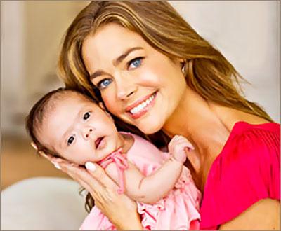Дениз Ричардс с малышкой Элоиз