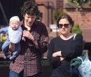 Jesse Eisenberg и Anna Strout с новорожденным сыном