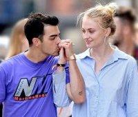 Joe-Jonas и Sophie-Turner на прогулке