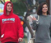Justin-Bieber-i-Selena-Gomez-na-progulke-2017