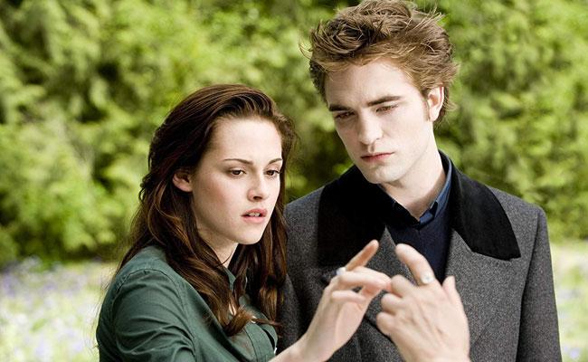 Kristen-Stewart-Robert-Pattinson-sumerki-novolunie-2009