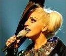 Lady Gaga помогает пострадавшим