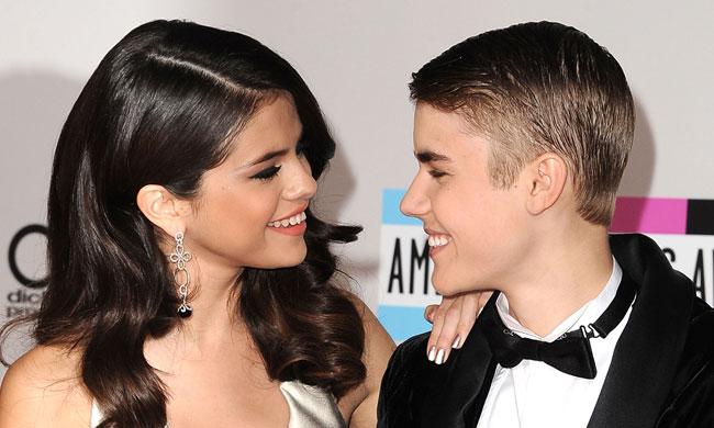Селена Гомес и Джастин Бибер, 2011, American Music Awards