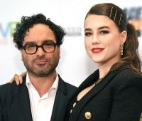 u-johnny-galecki-i-alainy-meyer-syn